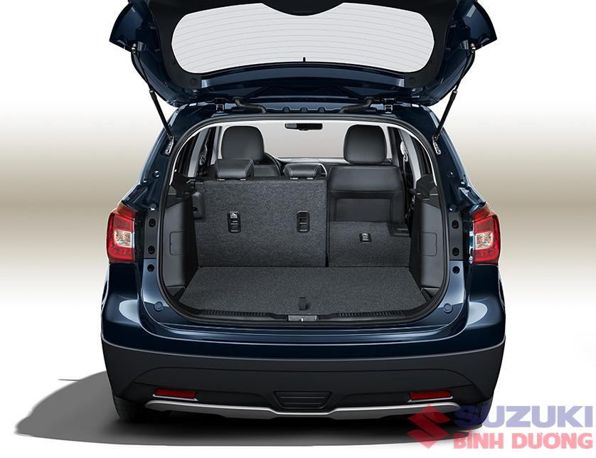 Khoang hành lý sx4 s-cross Suzuki Binh Duong