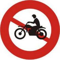 Biển số P.104: Cấm xe máy; báo đường cấm các loại xe máy, trừ các xe được ưu tiên theo quy định.